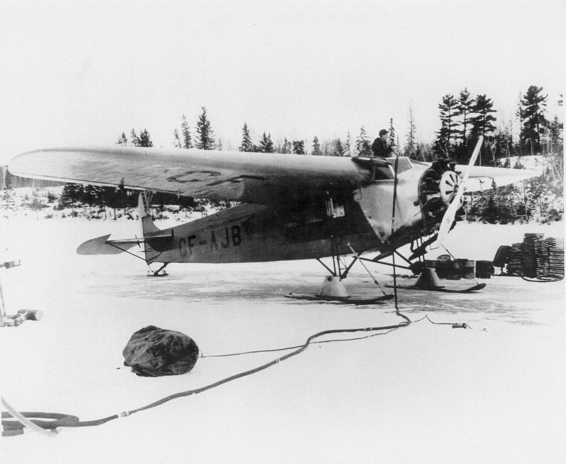 Fokker CF-AJB being refueled