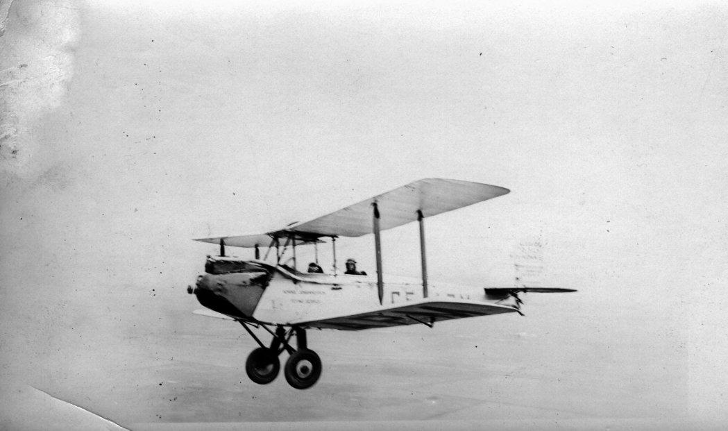 Konnie's de Havilland in flight